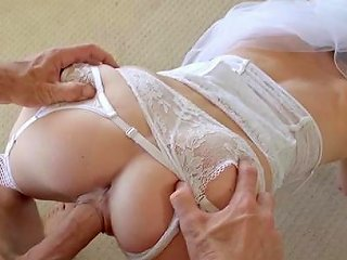 Strong Sensations For Sleazy Bride In Heats