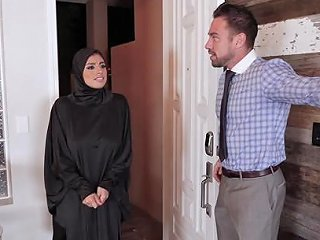 Ella Knox Is A Babe In A Hijab Who Wants To Feel A Dick I Any Porn